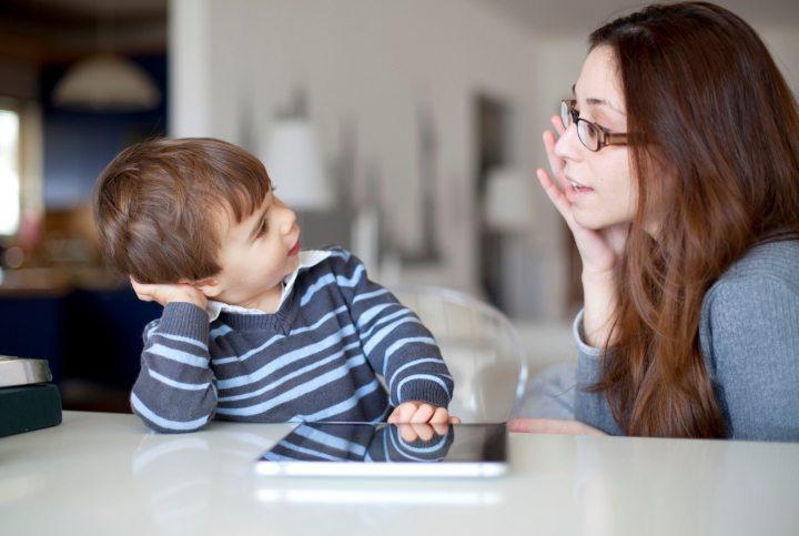 با فرزندتان حرف بزنید از او بخواهید که در مورد تجربه هایش بگوید