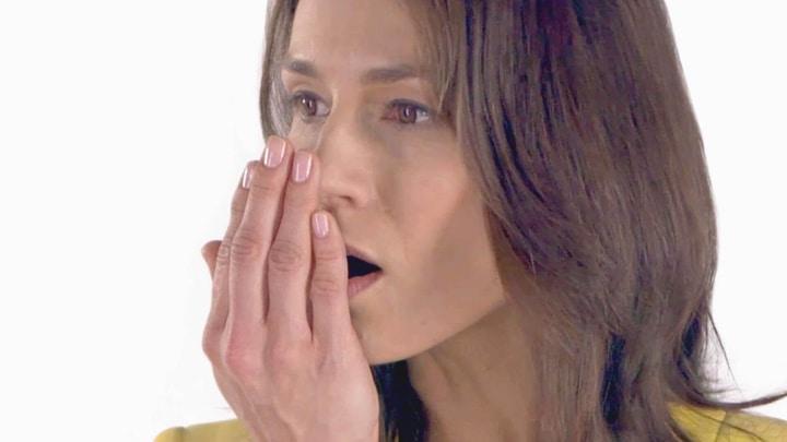 علت استشمام بوی استون از دهان در بیماران دیابتی.
