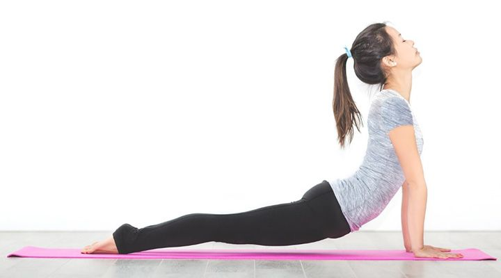 ۱۲ تمرین یوگا برای افراد مبتدی- وضعیت کبری یا Cobra Pose