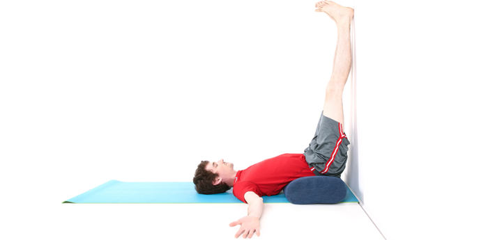تکیه دادن پاها به دیوار-کاهش استرس با یوگا