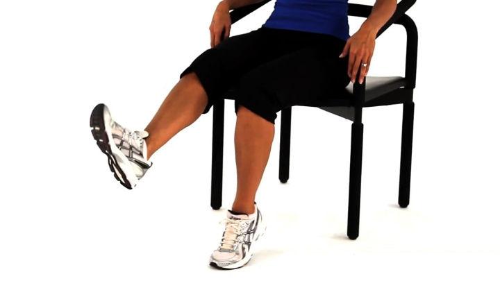چرخاندن مچ پا- ورزش سالمندان