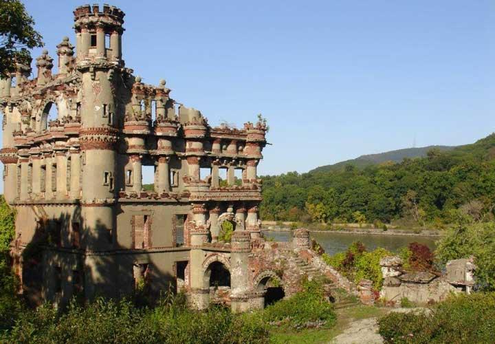 ۱۲ قصر متروکه باارزش در سراسر دنیا - قلعه بنرمن در جزیره پولپل در رودخانه هادسون نیویورک قرار دارد.