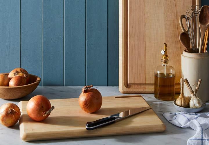 ۸ چیزی که در خانه از دستشویی کثیفترند - از جمله وسایل بسیار آلوده می توان به تخته آشپزخانه اشاره کرد.