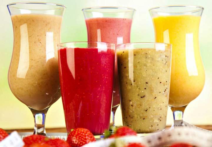 ۱۴ خوراکی سالم برای صبحانه که به کاهش وزن شما کمک میکنند - مصرف اسموتی در وعده صبحانه می تواند به کاهش وزن کمک بکند.