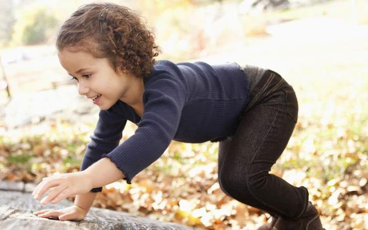 12 ورزش جذاب برای کودکان _ 1. راه رفتن خرسی