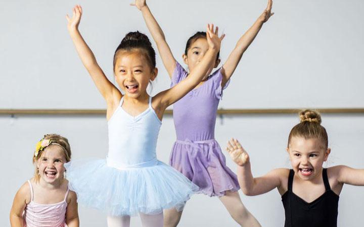 12 نوع ورزش جذاب برای کودکان - 4. چمپاتمه زدن قورباغهای