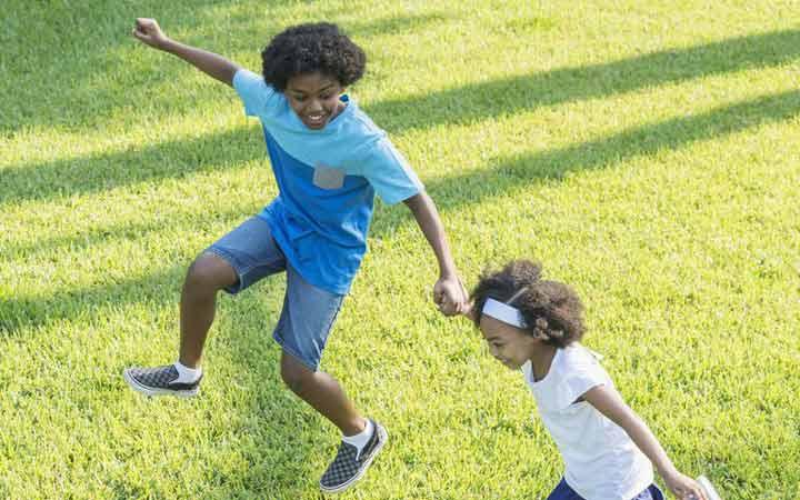 12 نوع ورزش جذاب برای کودکان _ 2.لیلی و جستوخیز کردن