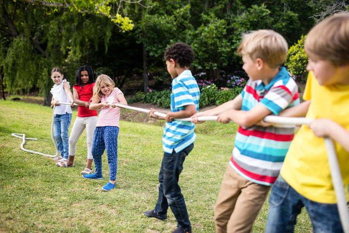 طنابکشی-چند ایده سرگرمکننده برای بازی کودکان در فضای باز