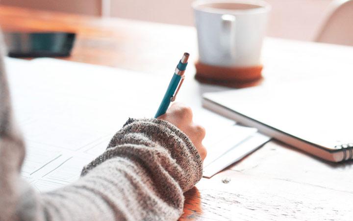 نوشتن: سپردن احساسات به کاغذ سپید