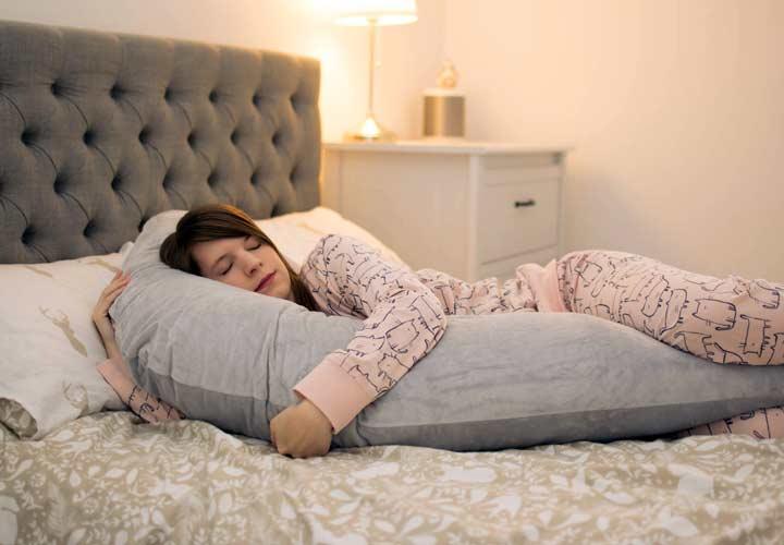 جدا خوابیدن زوجین چه نقشی در ازدواجهای پایدار داشته است؟ - زوج هایی که رابطه مجکم تری دارند، راحت تر با جدا خوابیدن کنار می آیند.