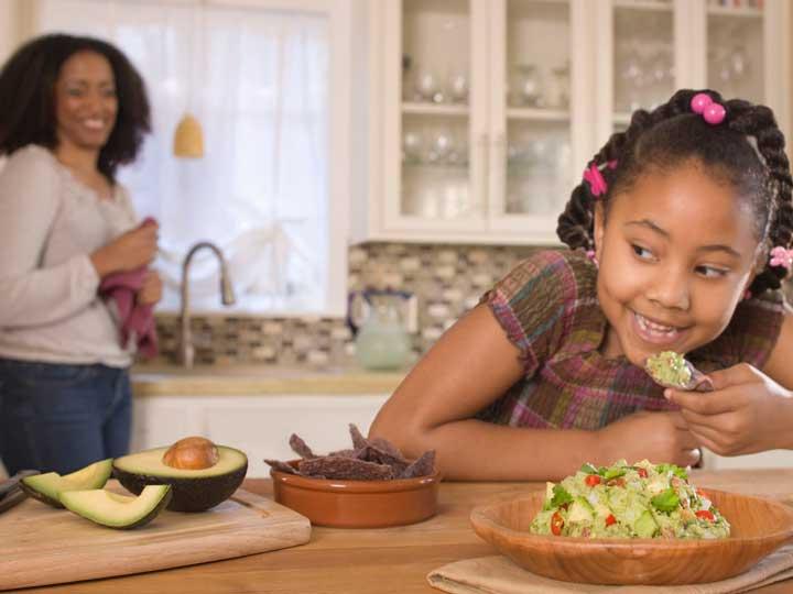 آووکادو یک غذای سالم برای کودکان