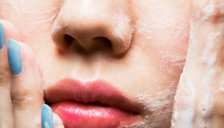16اشتباه رایج هنگام شستن صورت که باعث بروز جوش و آکنه میشود
