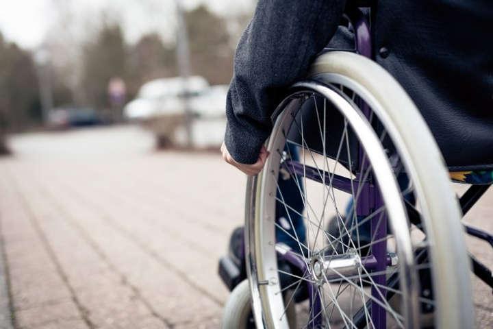 استفاده از ویلچر-چرا برخی افراد معلولیت خود را در محل کار پنهان میکنند