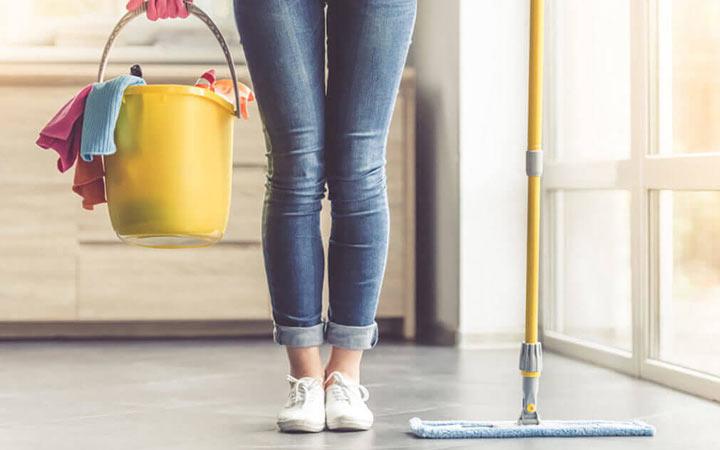 ۲۵ اشتباه بزرگ در تمیز کردن خانه - استفاده از دستمال کثیف