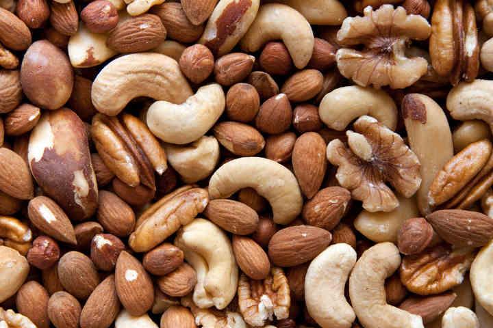 آجیل و دانهها - منابع ویتامین e