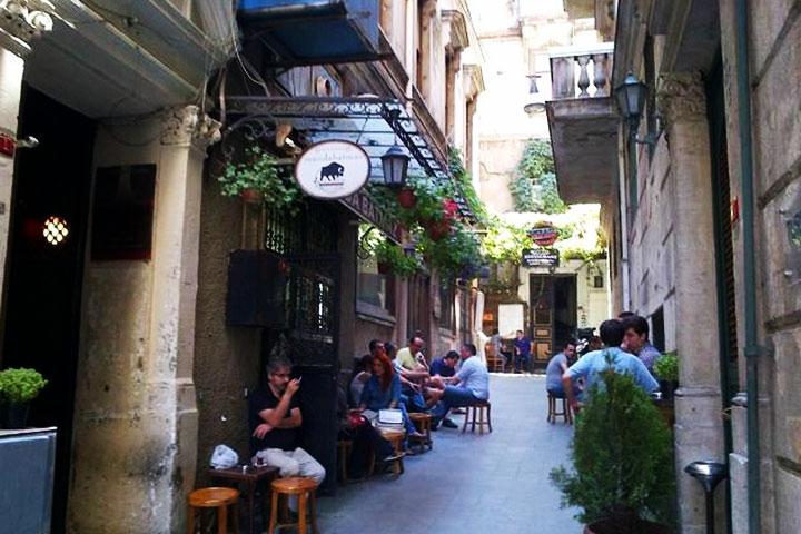 بهترین کافه های استانبول در مانداباتماز از بهترین های خیابان استقلال