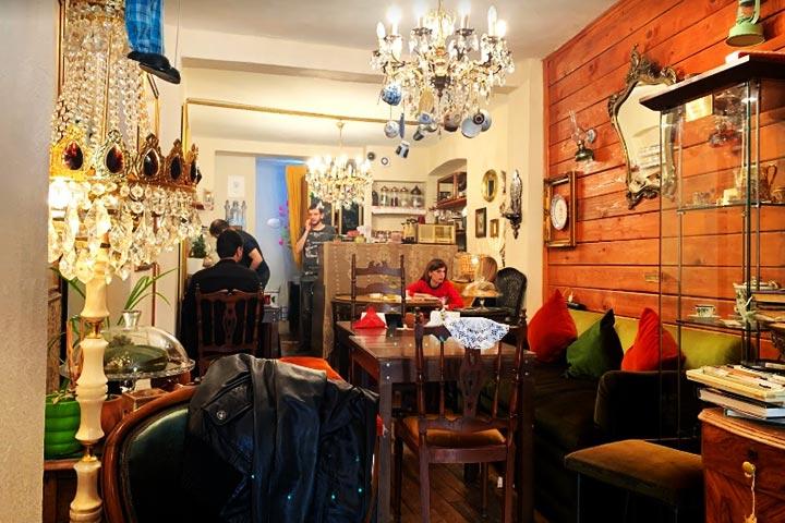 کافه ولوت، رو به برج گالاتا از بهترین کافه های استانبول
