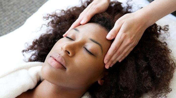اثر ماساژ سر برای رشد مو