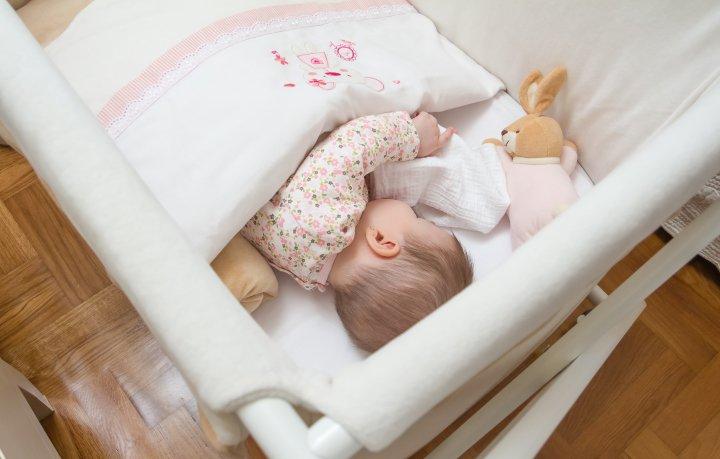 ایجاد محیطی گرم و راحت در تختخواب نوزاد - 7 نکته که پدران و مادران تازه وارد باید بدانند