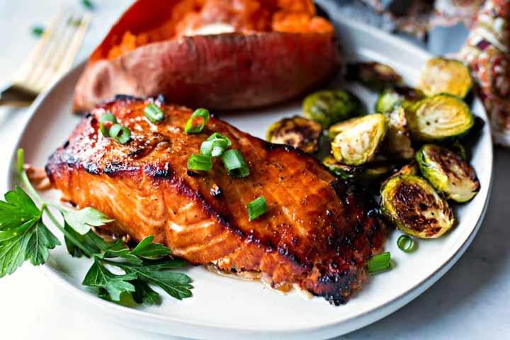 خواص ماهی سالمون در تغذیه در دوران پریود