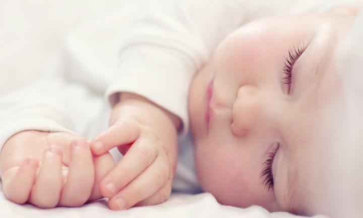 ایجاد محیط ساکت برای خواب نوزاد الزامی نیست - 7 نکته که پدران و مادران تازه وارد باید بدانند