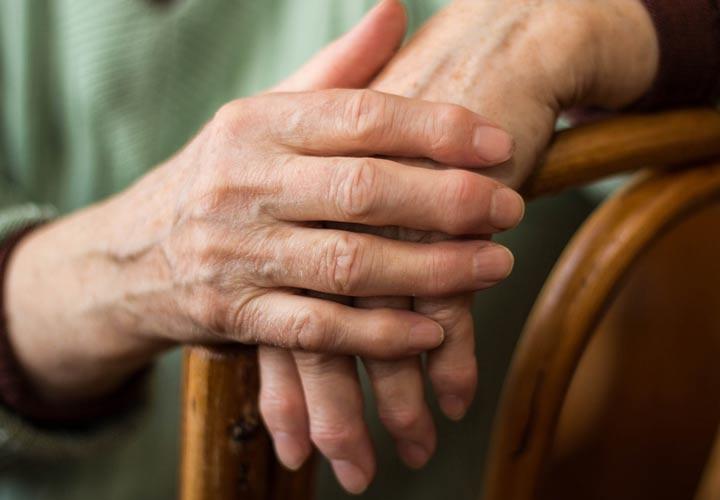 خواص شاهدانه - شاهدانه به بهبود علائم روماتیسم مفصلی کمک می کند.