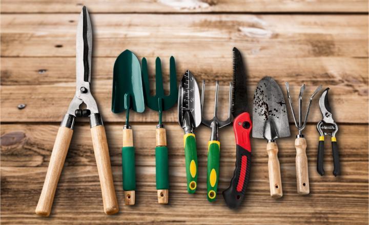 آماده کردن ابزارهای باغبانی پیش از رسیدن فصل بهار