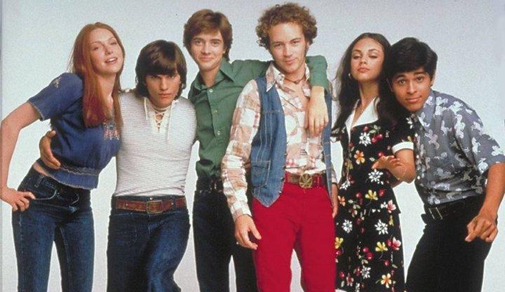 بهترین سریال ها برای یادگیری زبان انگلیسی - نمایش دهه ۷۰