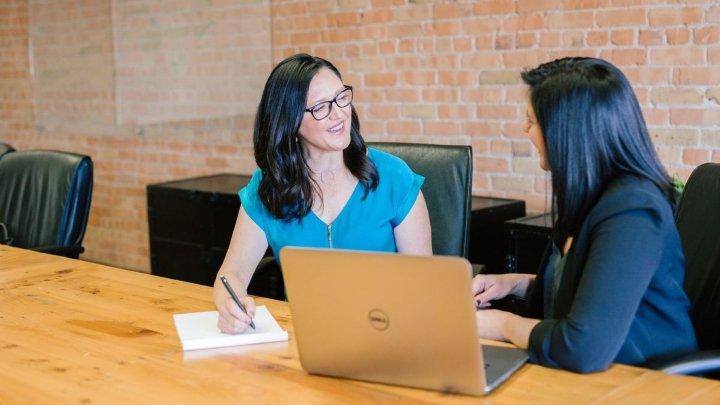با کارکنان دورکار خود جلسات یک به یک طولانی تری داشته باشید