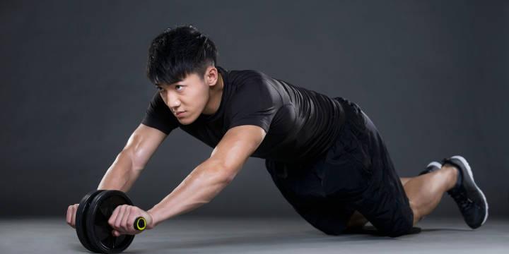 چرخ شکم از دیگر وسایل ورزش در خانه