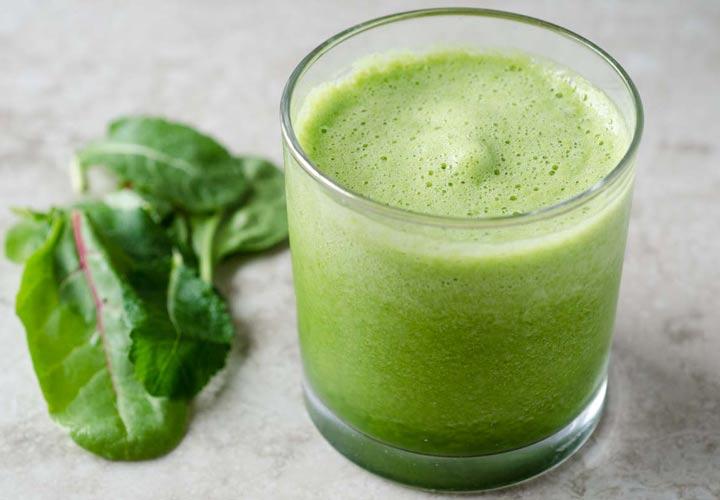 طرز تهیه ۱۳ اسموتی برای کاهش وزن - این اسموتی با داشتن میوه ها و سبزیجات می تواند مواد مغذی موردنیازتان را تامین بکند.