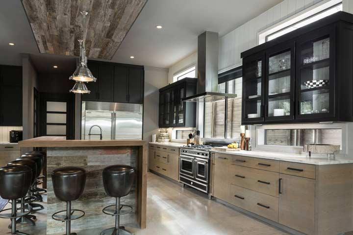 پرده آشپزخانه مناسب دکوراسیون صنعتی