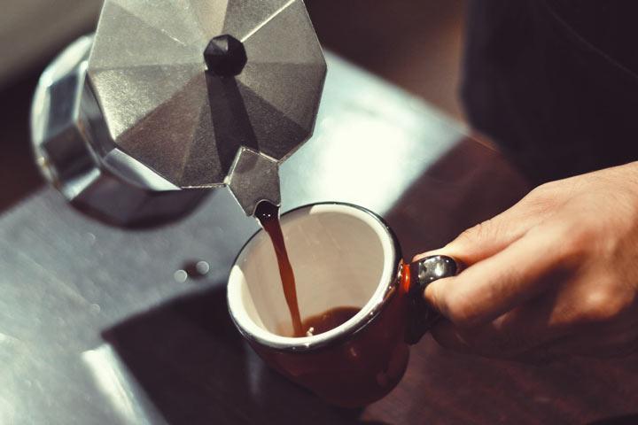 نوشیدن قهوه یک کار ساده برای داشتن حس بهتر