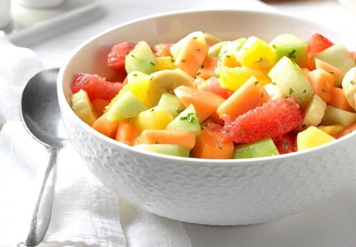 طرز تهیه سالاد میوه تابستانی + ۱۰ ایده جذاب دیگر - سالاد گرمک با پرتقال انتخاب خوبی برای تابستان هاست.