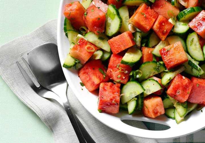 طرز تهیه انواع سالاد میوه تابستانی با ۱۰ ایده دلچسب و خوشمزه