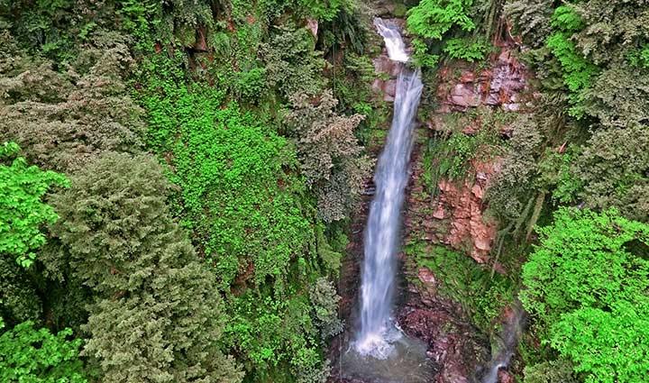 آبشار گزو ؛ جاذبهای دیدنی در میان جنگلهای سوادکوه