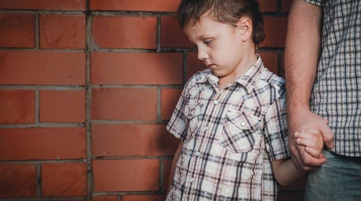 بزرگ شدن با والدین سمی اثرات منفی بر زندگی شما میگذارد - نشانه های والدین سمی