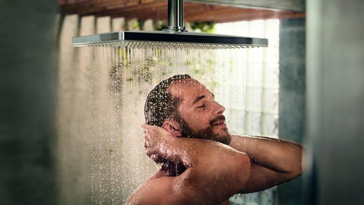 روش صحیح حمام کردن زیر دوش