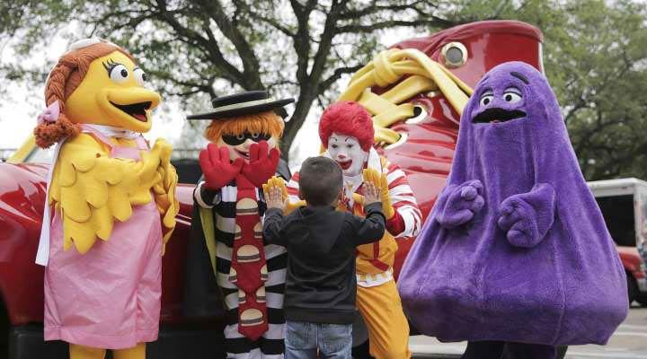 یکی از ترس های کودکان تا دو سالگی ترس از افراد با لباس مبدل است