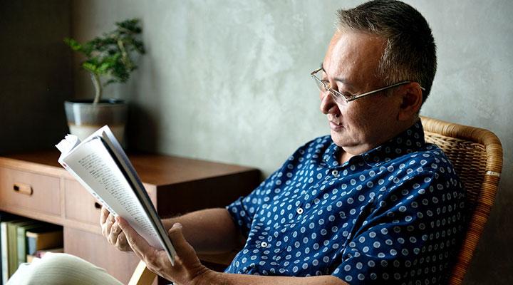 کتاب خواندن - تفریح در خانه در روزگار کرونایی