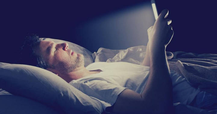 استفاده از دستگاه الکترونیکی قبل از خواب - تأثیر ورزش قبل از خواب بر کیفیت خواب