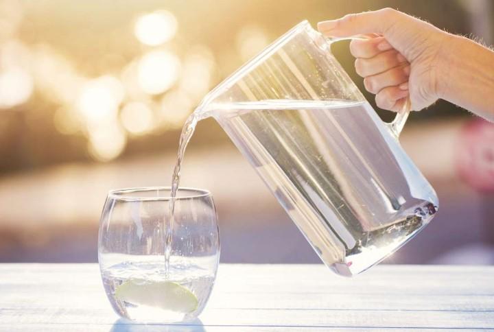 نوشیدن آب یکی از نکات رژیم لاغری رایگان