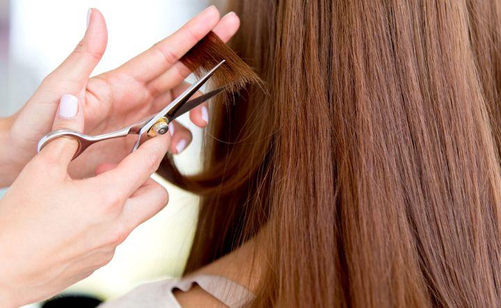 کوتاه کردن موها یکی از راههای درمان خشکی مو است