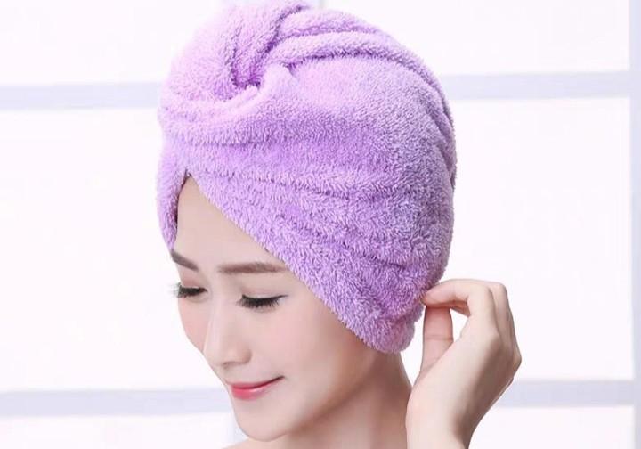 پوشاندن موها به جای استفاده از سشوار برای درمان خشکی مو مفید است