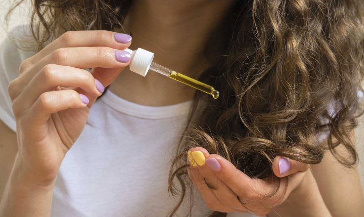 استفاده از روغن های عصاره ای برای درمان خشکی مو