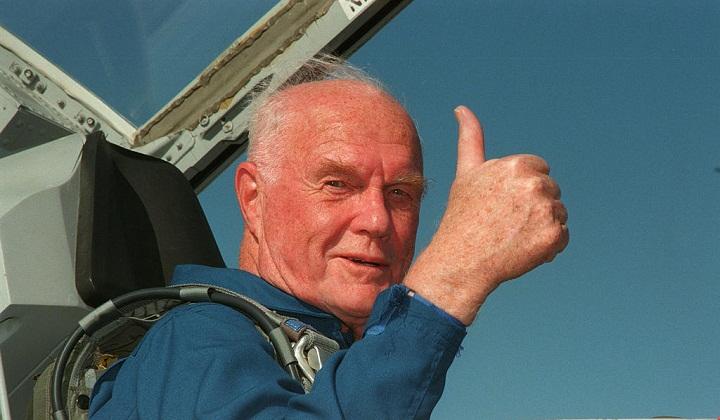 جان گلن مسنترین انسانی که به فضا سفر کرده است.