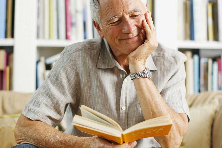 کتاب خواندن تأثیر مثبتی بر فرد میگذارد