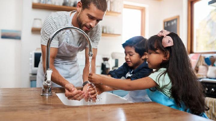 آموزش شستن دست ها به بچه ها