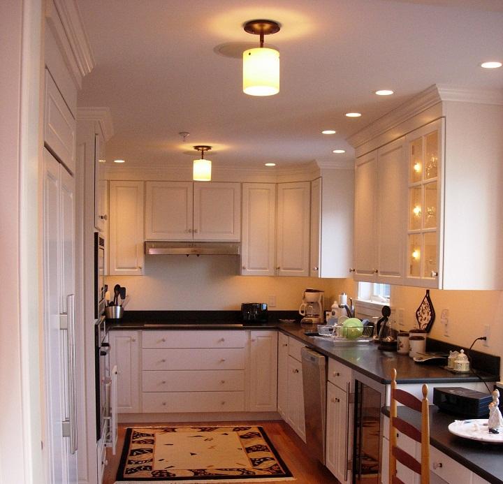 برای بزرگ نشان دادن آشپزخانه نورپردازی خلاقانه داشته باشید