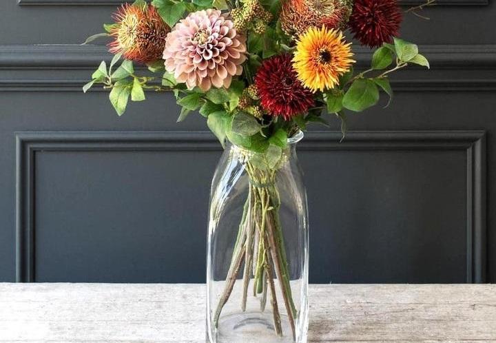 دکوراسیون پاییزی با اضافهکردن چند گلدان